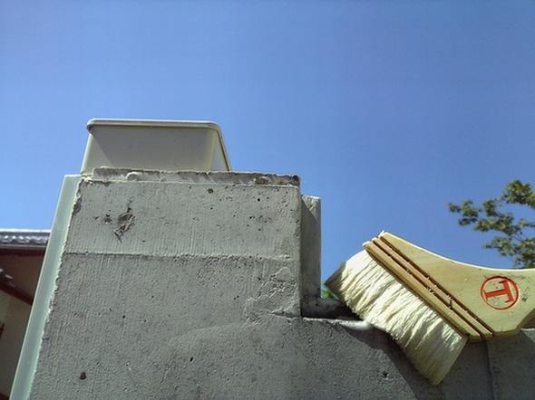 外部コンクリート壁面AD-スーパー塗布を行ないました